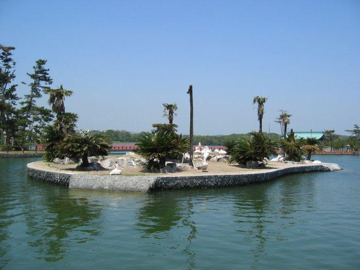 ペリカン島 宇部市にある常盤湖は、1698年にときの領主、福原広俊が水田開発のために築造したと